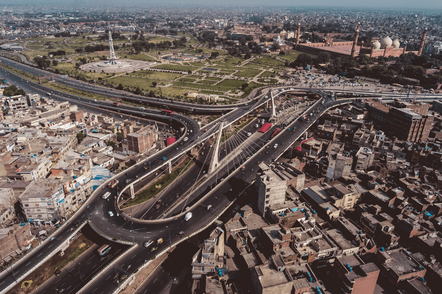 How to get around in Lahore?